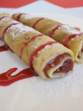 Crepes con confettura di fragole con top all'amarena